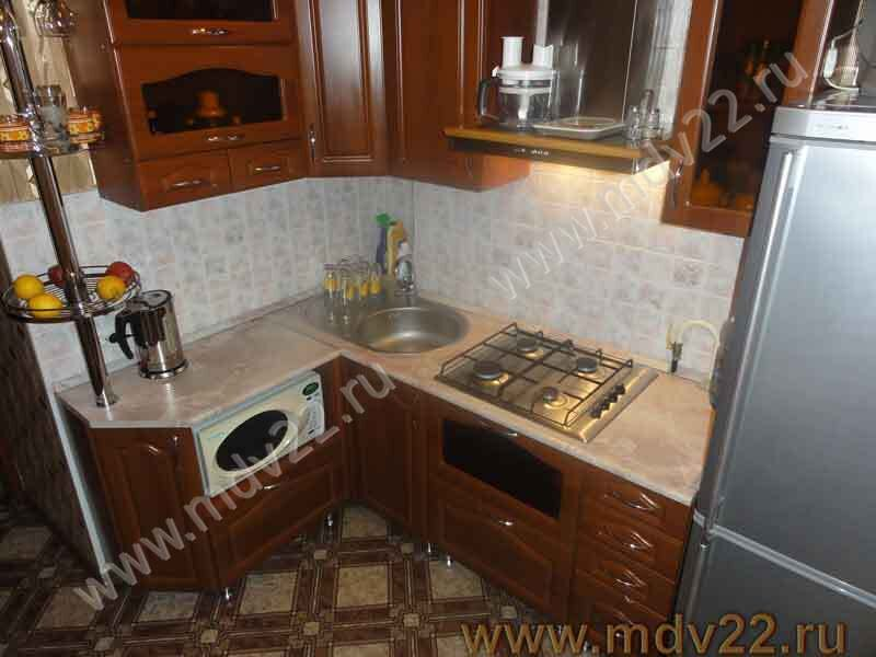 Кухня угловая в хрущёвке. Размер 140-180см + 60 холодильник