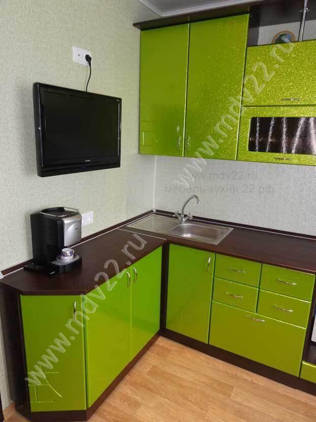 Гарнитур кухонный зеленого цвета