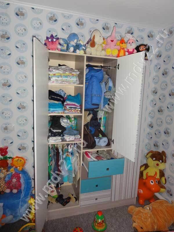 Шкафы распашные в детскую комнату фото.