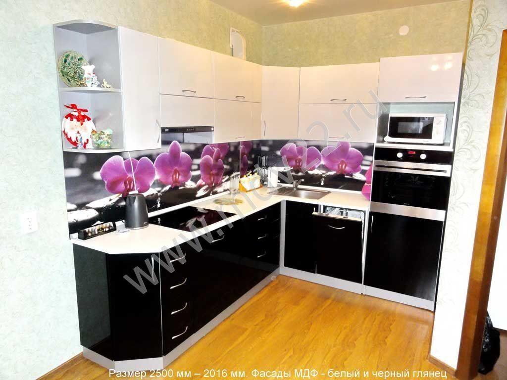 фото кухни с цветными фасадами