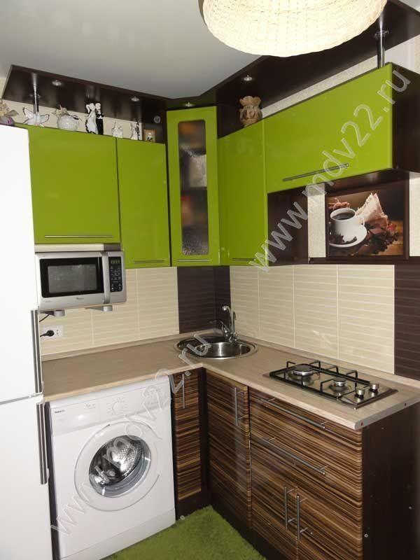 маленькая современная кухня с фасадами мдф оливковый глянец и