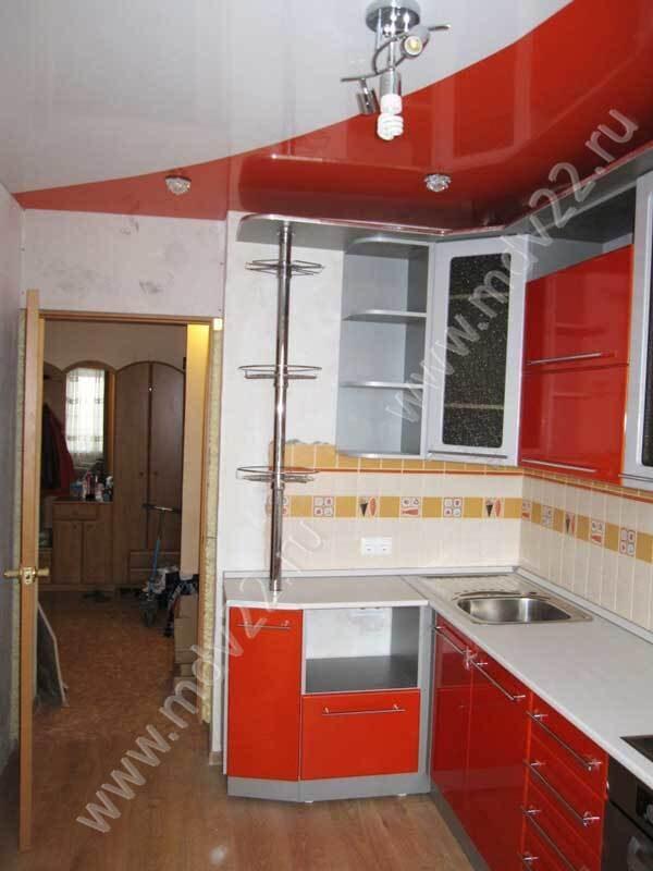 кухонный гарнитур с барной стойкой угловой натяжной потолок подобран